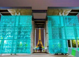 Nächtliche impression mit dem beleuchteten Eiffelturm, Paris, Frankreich - © David Ionut / Shutterstock