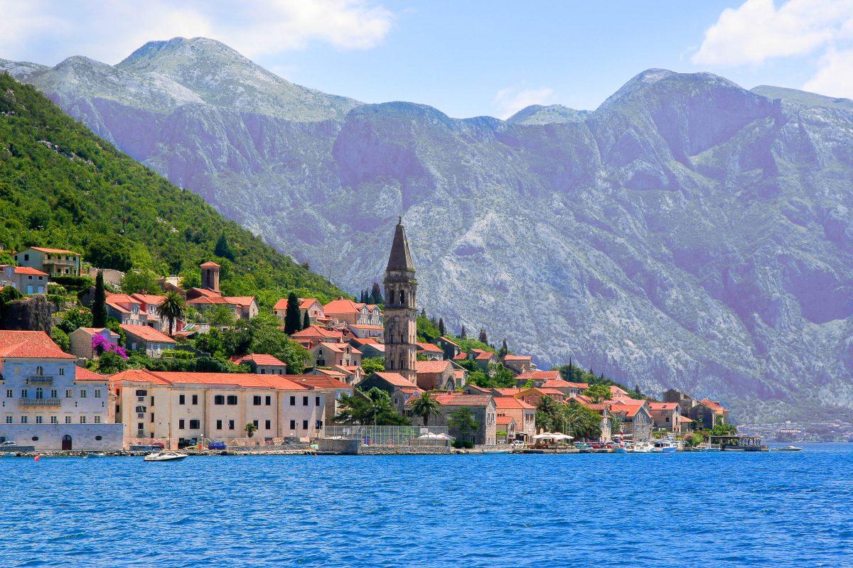 Die Ortschaft Perast in der Bucht von Kotor, Montenegro - © Denis Gladkiy / Fotolia