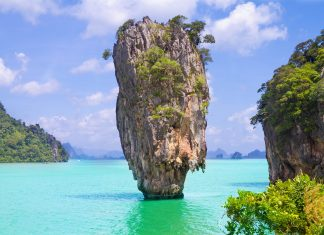 Der Ao Phang Nga Nationalpark im Süden Thailands ist mit den spektakulären Felseninseln eine der schönsten Landschaften, die Thailand zu bieten hat - © osa90 / Shutterstock