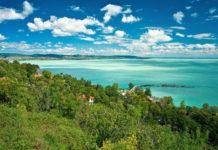 """Der Balaton, im deutschsprachigen Raum besser als """"Plattensee"""" bekannt, befindet sich im Westen Ungarns und ist der größte Binnensee Mitteleuropas - © Botond Horvath / Shutterstock"""