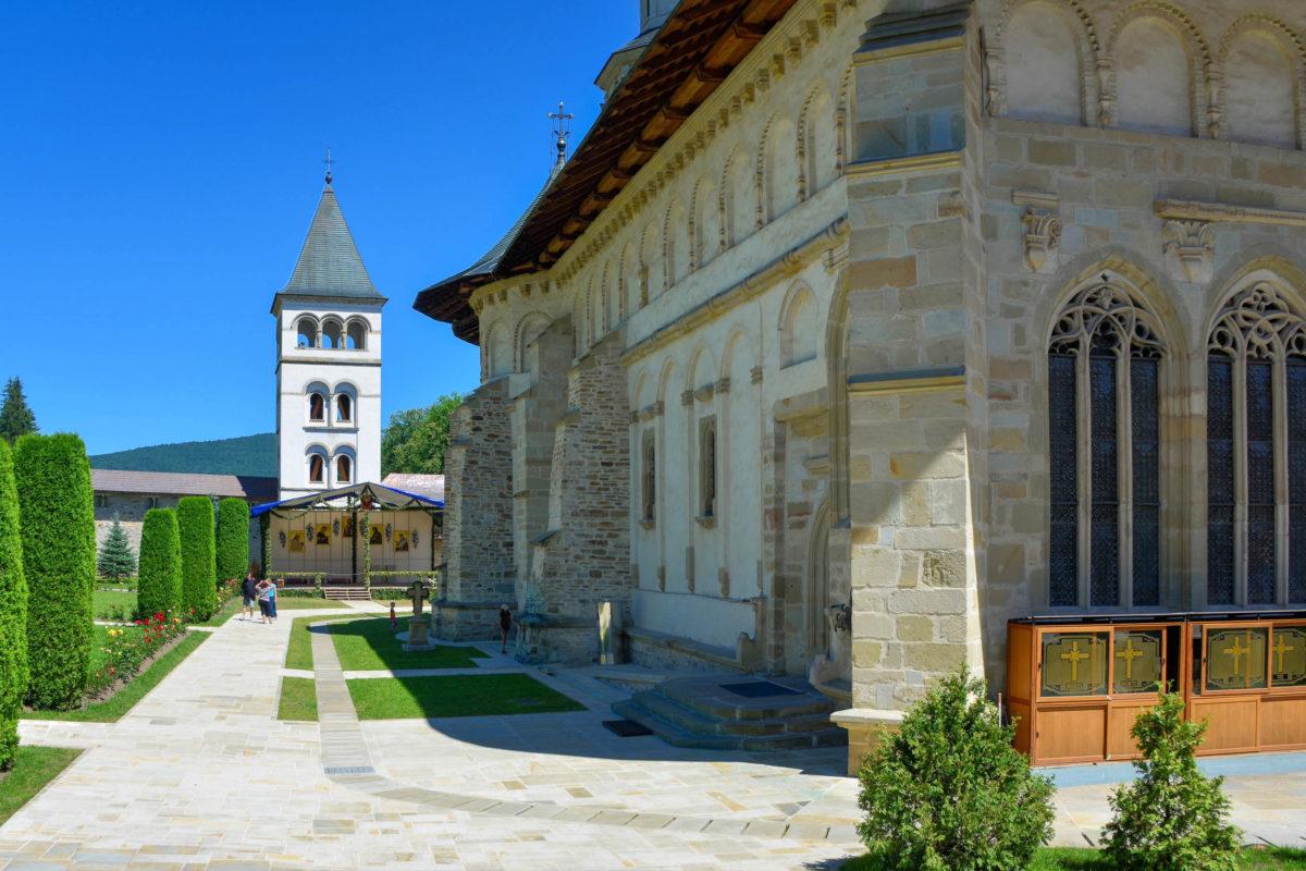 Als letzte Ruhestätte von Fürst Stefan dem Großen kommt dem Kloster von Putna besondere Bedeutung zu, Rumänien - © FRASHO / franks-travelbox