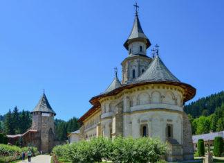 Das Kloster Putna hat unter den berühmten Moldauklöstern von Rumänien mit ihren fantastischen Wandmalereien einen ganz besonderen Stellenwert - © FRASHO / franks-travelbox