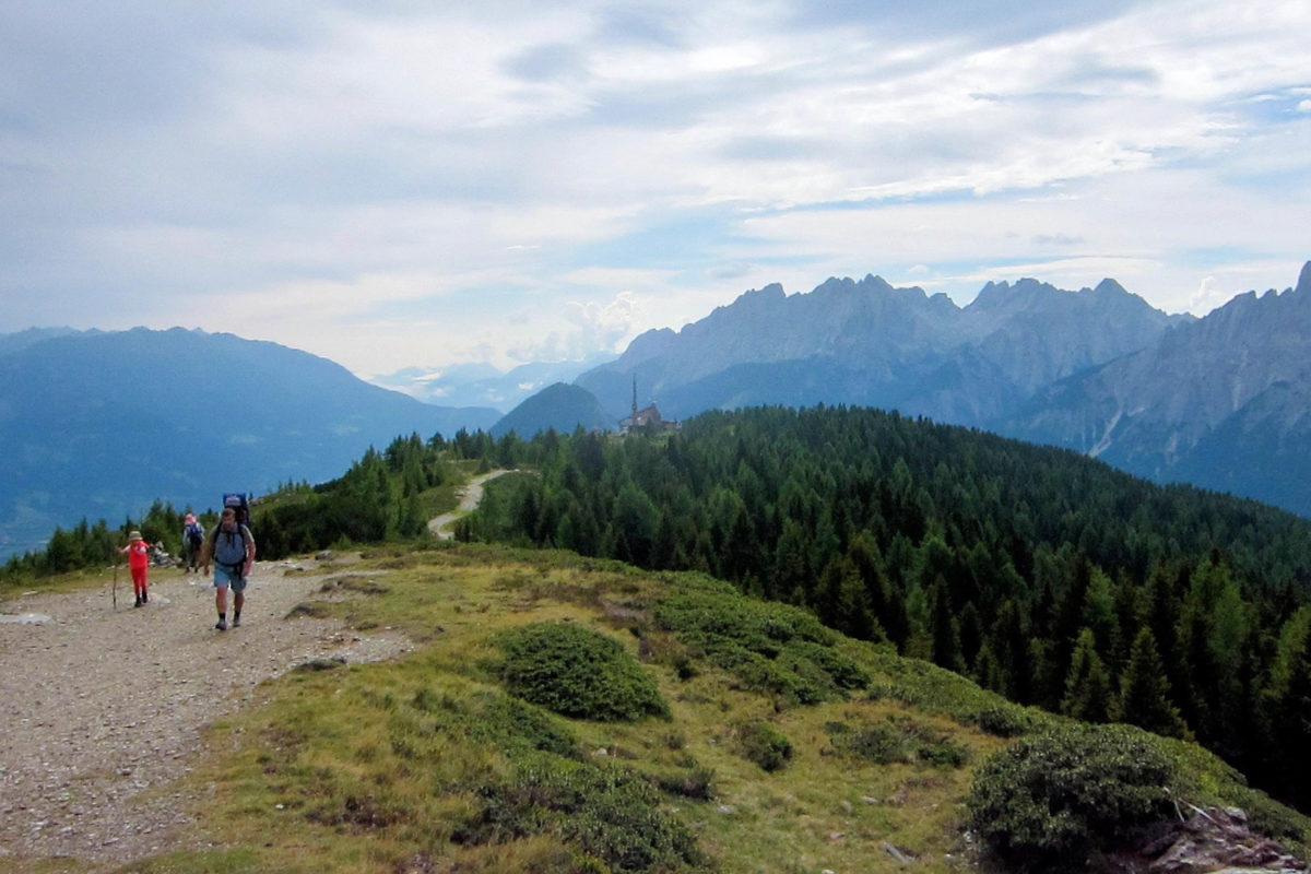 Am schönsten ist die Aussicht vom Hochsteinkreuz, welches von der Hochsteinhütte über eine halbstündige Wanderung zu erreichen ist, Österreich - © FRASHO / franks-travelbox