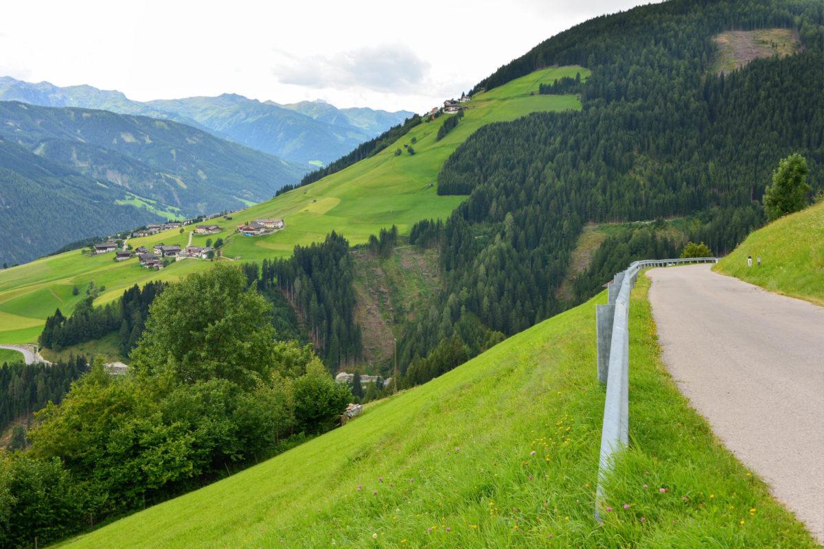 Beste Tiroler Hausmannskost ist Reisenden bei den zahlreichen Gastwirten entlang der Panoramastraße gewiss, Österreich - © FRASHO / franks-travelbox
