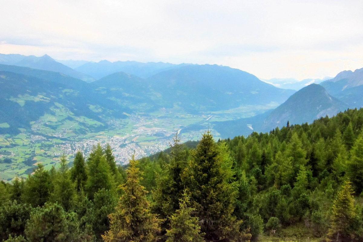 Blick vom Hochstein Rundwanderweg auf die Stadt Lienz und die Lienzer Dolomiten, Österreich - © FRASHO / franks-travelbox