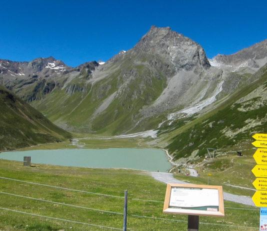 Der 2.232m hoch gelegene Rifflsee füllt als größter See der Ötztaler Alpen das Tal zwischen den schroffen Gipfeln des Kaunergrats, Österreich - © FRASHO / franks-travelbox