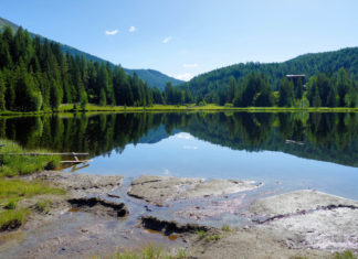 Der mystische Prebersee im Lungau im Zentrum von Österreich ist sowohl im Sommer als auch im Winter ein ideales Ausflugsziel für Freunde, Paare und Familien - © FRASHO / franks-travelbox