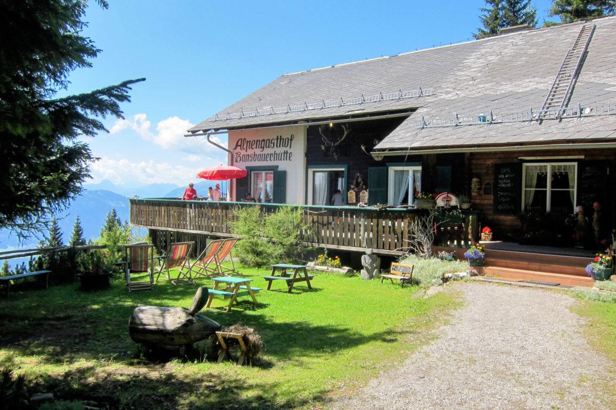 Die auf 1700m gelegene Hansbauerhütte steht an der Tschiernock Panoramastraße als Labstelle und Parkmöglichkeit zur Verfügung, Österreich - © FRASHO / franks-travelbox