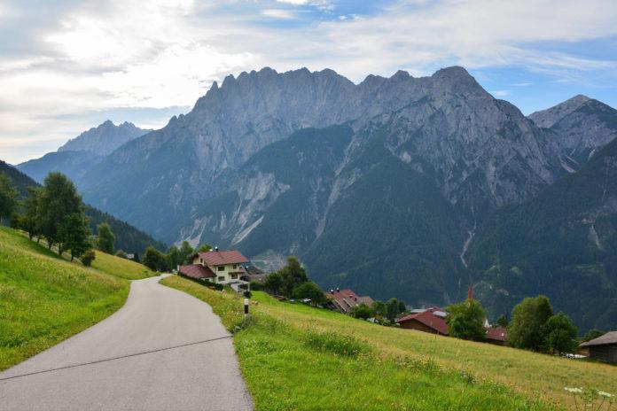 Die Pustertaler Höhenstraße von Leisach bei Lienz bis Abfaltersbach zeigt Osttirol von seiner schönsten Seite, Österreich - © FRASHO / franks-travelbox
