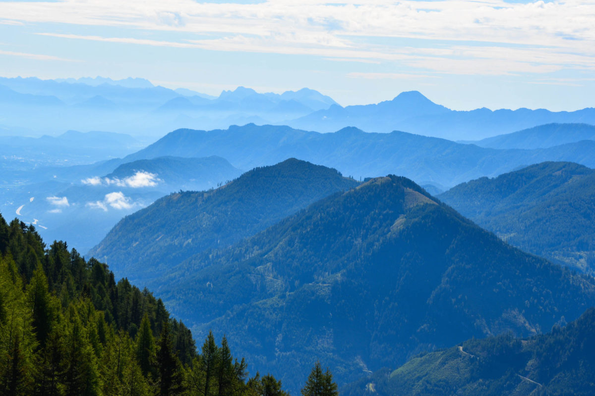 Entlang der Goldeck Panoramastraße liegen Rastplätze und Picknickmöglichkeiten mit atemberaubendem Panorama auf die Bergwelt Kärntens, Österreich - © FRASHO / franks-travelbox