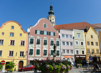 Die barocke Altstadt von Schärding gilt als schönste Österreichs und bietet ein sehenswertes Ensemble für Kulturinteressierte und Feinschmecker - © James Camel / franks-travelbox