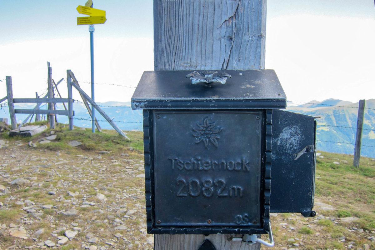 Ziel des 1,5 Stunden langen Gamsbrünndlwegs ist der 2.082m hohe Gipfel des Tschiernock in Kärnten, Österreich - © FRASHO / franks-travelbox