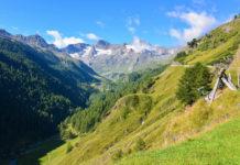 Auf der Südtiroler Seite präsentiert sich die Gebirgslandschaft entlang der Timmelsjoch Hochalpenstraße zwischen Österreich und Italien besonders reizvoll - © FRASHO / franks-travelbox