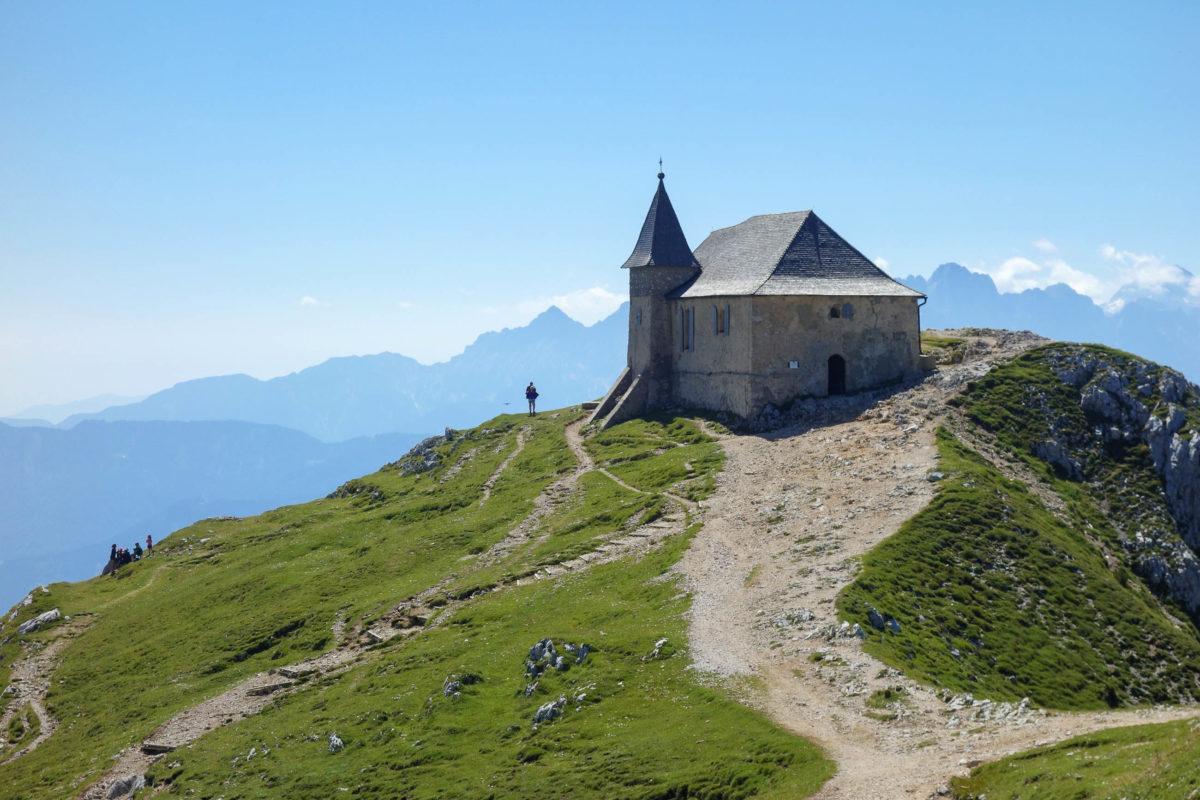 Die Bergkirche Maria am Stein im Naturpark Dobratsch in Kärnten zählt zu den höchstgelegenen Wallfahrtskirchen Europas, Österreich - © FRASHO / franks-travelbox