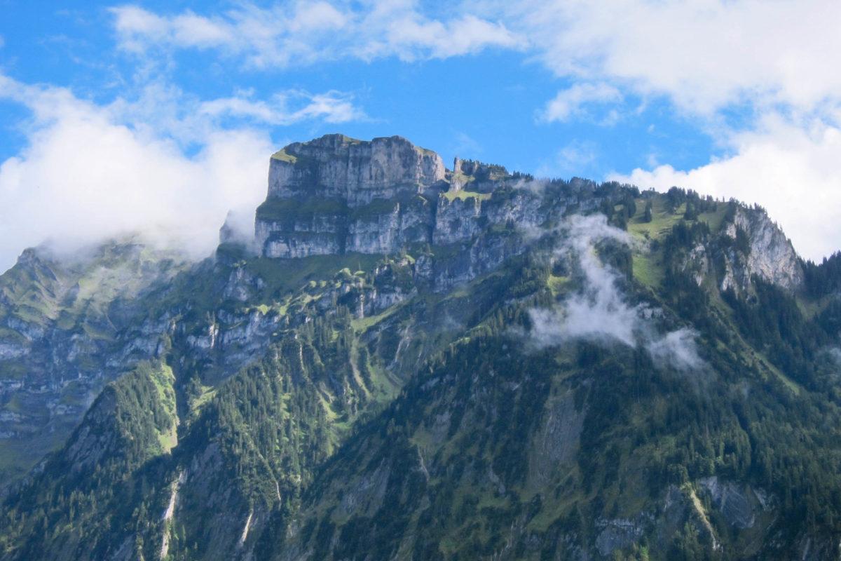 Die Kanisfluh ist der Hausberg von Mellau in Vorarlberg, Österreich, und gilt als Wahrzeichen des Bregenzerwaldes - © FRASHO / franks-travelbox