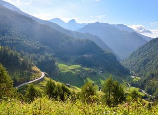 Die Timmelsjoch Hochalpenstraße führt durch die majestätischen Ötztaler Alpen zu Österreichs höchstem Straßenpass - © FRASHO / franks-travelbox