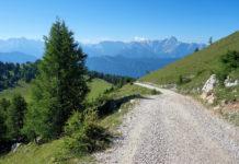 Die Villacher Alpenstraße in Kärnten führt durch den Naturpark Dobratsch und zählt zu den schönsten Panoramastraßen Österreichs - © FRASHO / franks-travelbox