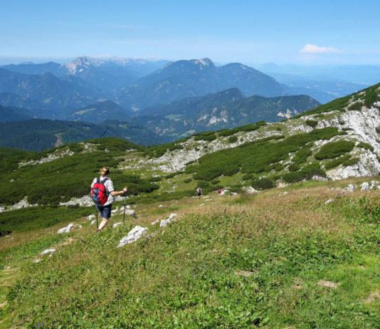 Auf der slowenischen Seite ist der Gipfel der Petzen in Kärnten über einen gut ausgebauten Wanderweg ohne Bergsteiger-Erfahrung zu erreichen, Österreich - © FRASHO / franks-travelbox