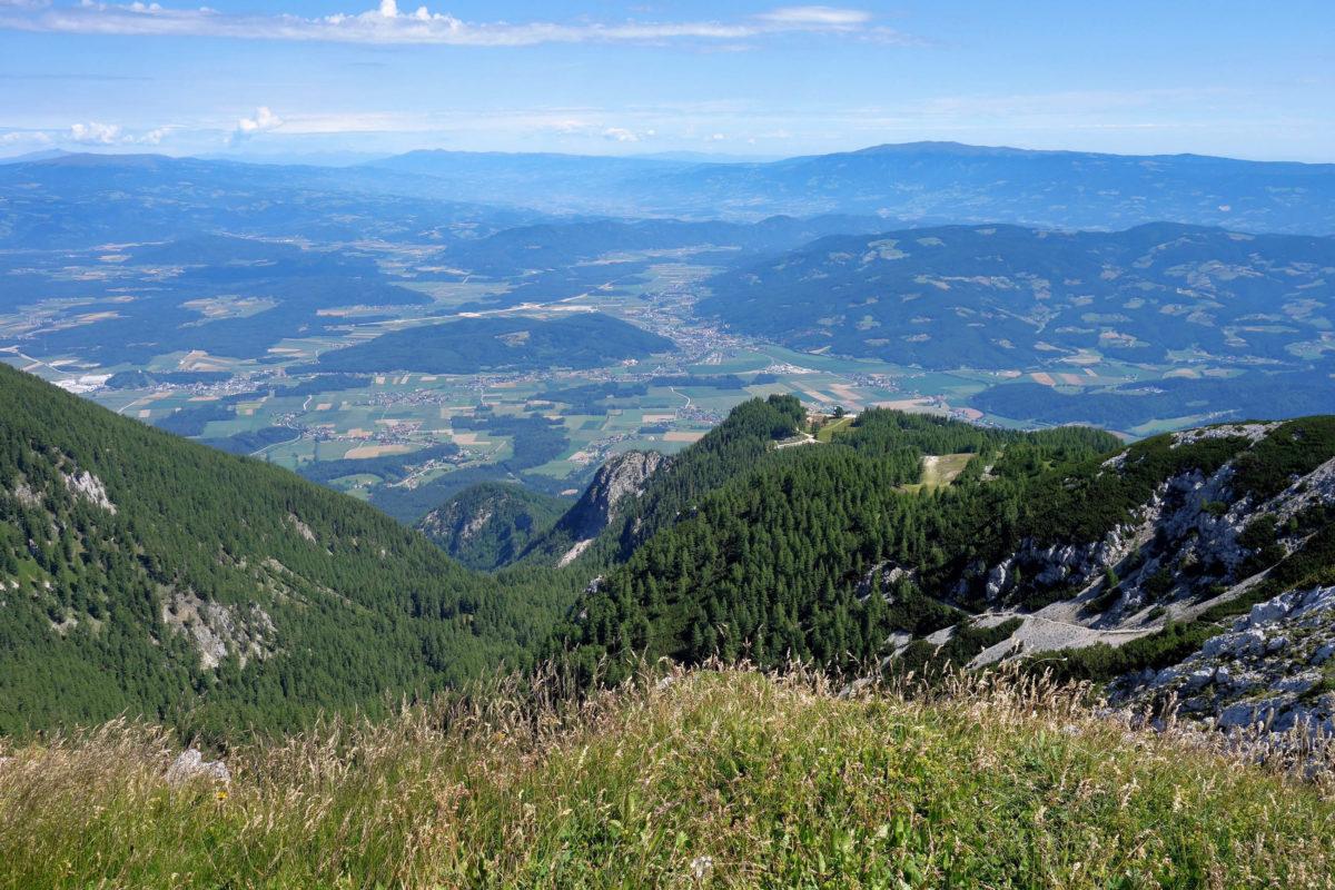 Wandern und Radeln auf der Petzen bietet sensationelle Aussichten auf die Bergwelt im Süden Kärntens, Österreich - © FRASHO / franks-travelbox