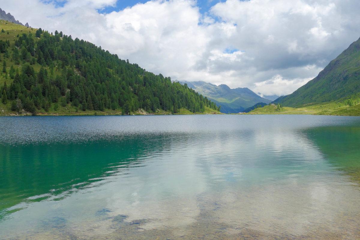 Auf der Südtiroler Seite herrscht beim Staller Sattel ab dem Obersee in Österreich Einbahnverkehr mit Ampelregelung - © FRASHO / franks-travelbox