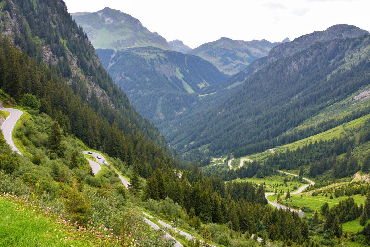 Auf einer Länge von 22km überwindet die Silvretta Hochalpenstraße im Westen von Österreich auf 34 Kehren fast 1.000 Höhenmeter - © FRASHO / franks-travelbox