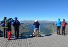 Bei Schönwetter herrscht am Dreiländerblick im Tiroler Kaunertal eine atemberaubende Fernsicht auf die Alpen in Österreich, Italien und der Schweiz - © FRASHO / franks-travelbox