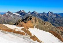 Das atemberaubende Bergpanorama des Alpenhauptkamms in Tirol, Österreich, ist am Pitztaler Gletscher allgegenwärtig - © FRASHO / franks-travelbox