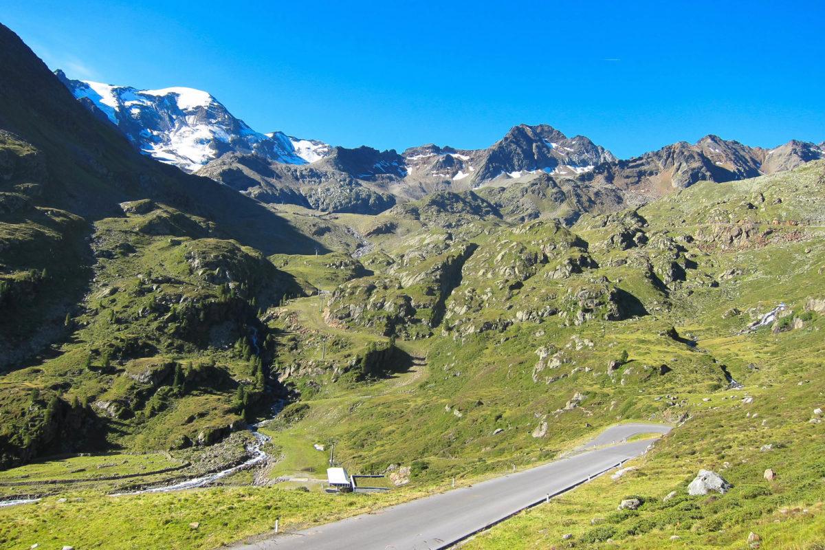 Die Kaunertaler Gletscherstraße in Tirol, Österreich, ist das ganze Jahr über geöffnet, es herrscht allerdings Nachtfahrverbot - © FRASHO / franks-travelbox
