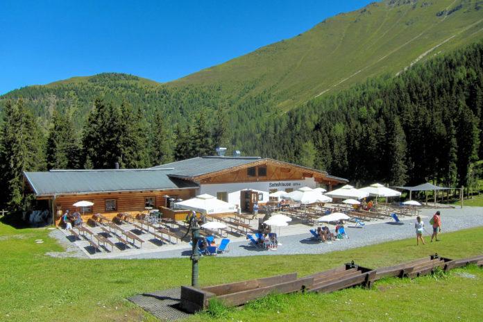 Die Sattelklause am Tiroler Fendelsberg lädt nach Skifahren und Wandern zum Schmausen und Erholen ein, Österreich - © FRASHO / franks-travelbox