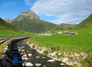 Die spektakuläre Silvretta Hochalpenstraße verbindet die beiden Bundesländer Tirol und Vorarlberg im Westen Österreichs - © FRASHO / franks-travelbox