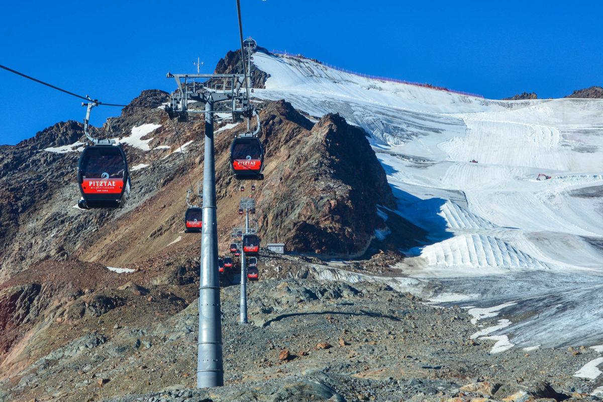 Die Wildspitzbahn, Österreichs höchste Seilbahn, führt über das ewige Eis des Pitztaler Gletschers auf 3.440 Meter Höhe - © FRASHO / franks-travelbox
