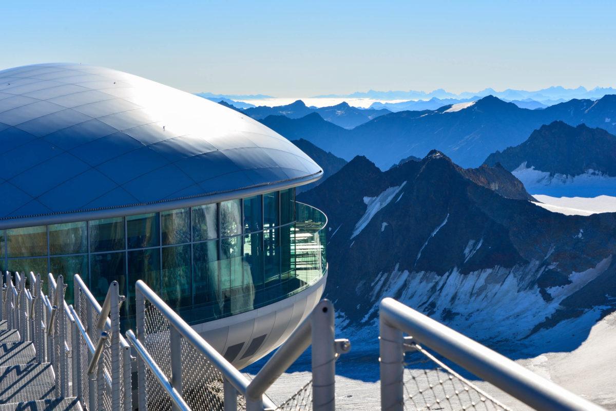 Im Café 3.440, Österreichs höchstem Café auf dem Pitztaler Gletscher in Tirol, wird Österreichs höchstes Frühstück serviert - © FRASHO / franks-travelbox