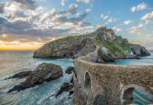 Das Baskenland im Nordosten Spaniens präsentiert sich landschaftlich rau und abwechslungsreich und bietet zahlreiche spektakuläre Highlights - © David / stock.adobe.com