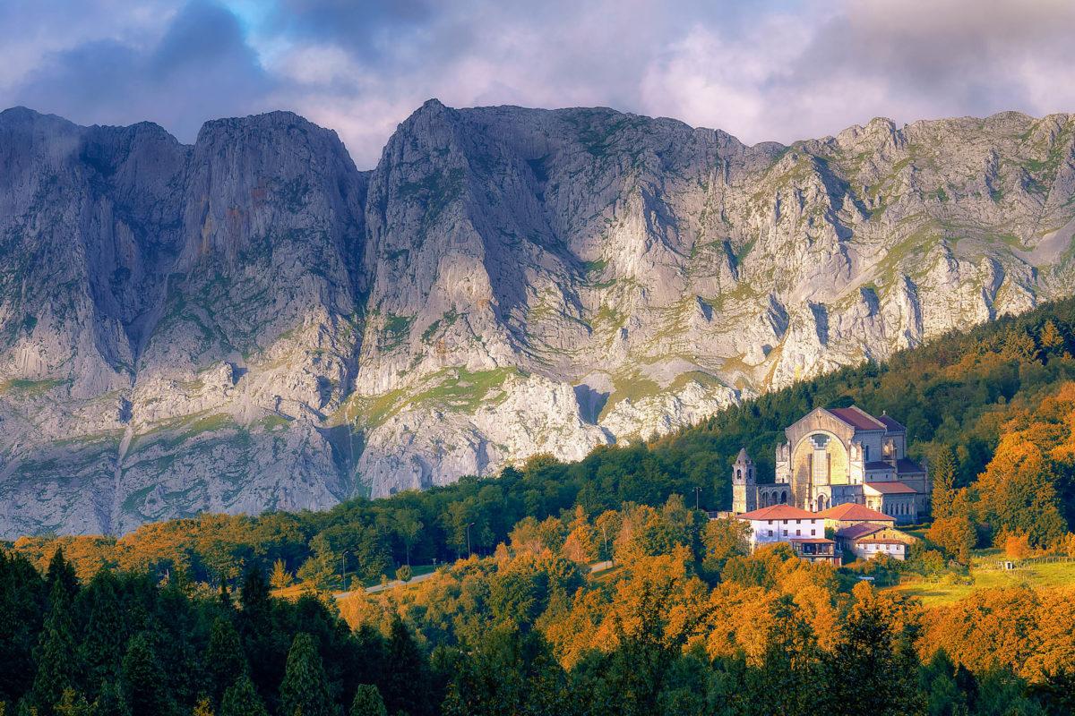 Wer sich in Spanien nach Ruhe und Natur sehnt, muss sich ins baskische Hinterland im Norden begeben - © mimadeo / stock.adobe.com