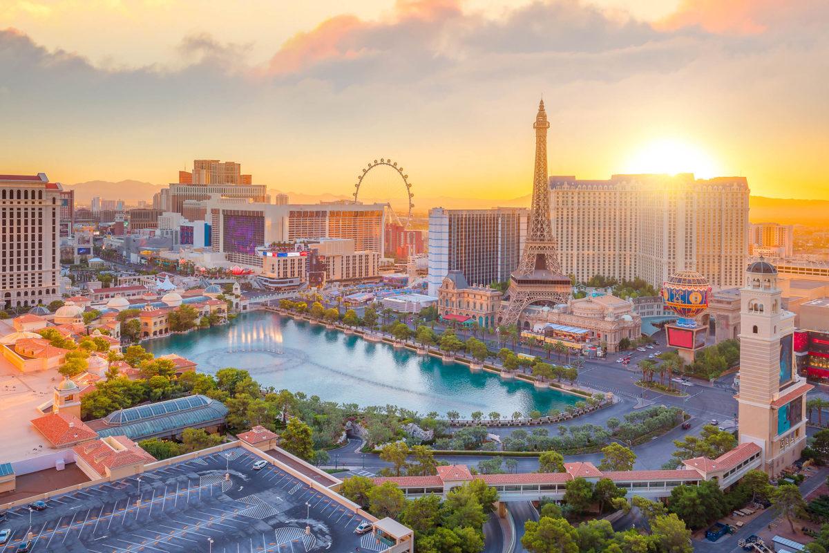 """Die """"Sin City"""" Las Vegas in der Mojave-Wüste ist von Los Angeles aus gut zu erreichen, USA - © f11photo / stock.adobe.com"""