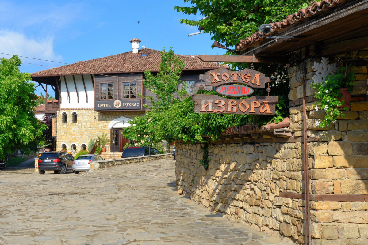 In Arbanasi siedelten einst reiche Kaufleute des heutigen Bulgarien und Griechenland, die prächtige Bürgerhäuser und kunstvoll bemalte Kirchen hinterließen - © FRASHO / franks-travelbox