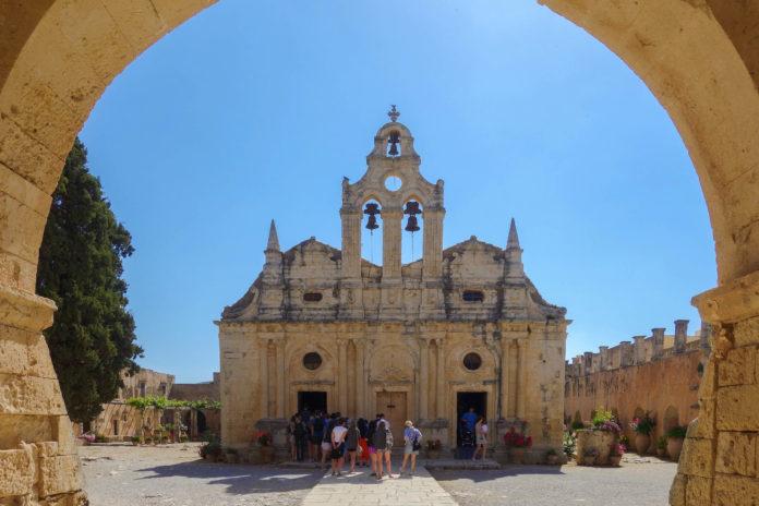 Als Ort eines gewaltigen Massenselbstmordes ging das Kloster Arkadi in die Geschichte von Kreta ein, Griechenland - © FRASHO / franks-travelbox