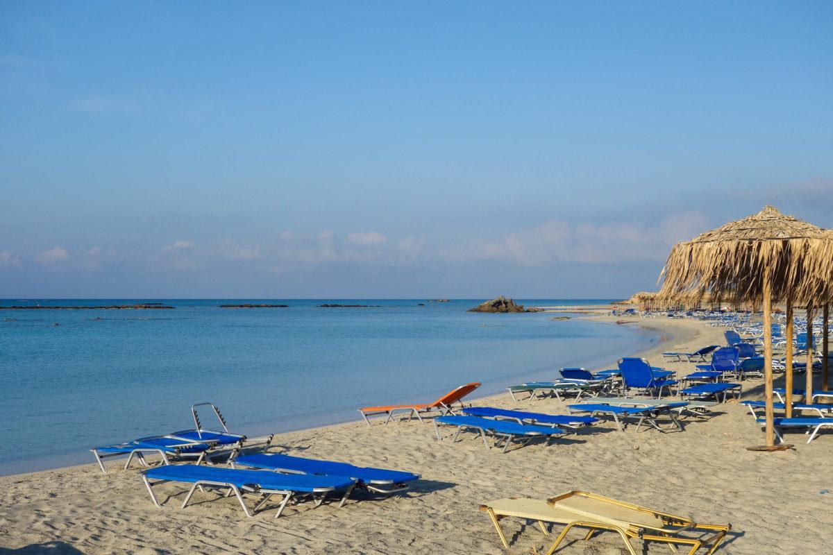 Das seichte Meer und der ruhige Wellengang am Strand von Elafonissi auf Kreta, Griechenland, laden auch die Kleinsten zum entspannten Planschen ein - © FRASHO / franks-travelbox