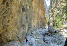 Der 16km lange Wanderweg durch die Samaria Schlucht auf Kreta, Griechenland, überwindet stetig bergab 1200 Höhenmeter - © FRASHO / franks-travelbox