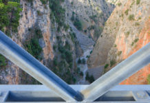 Einige Passagen auf der Wanderung durch die Aradena-Schlucht auf Kreta, Griechenland,  erfordern einiges an Konzentration und sehr gute Trittsicherheit - © FRASHO / franks-travelbox