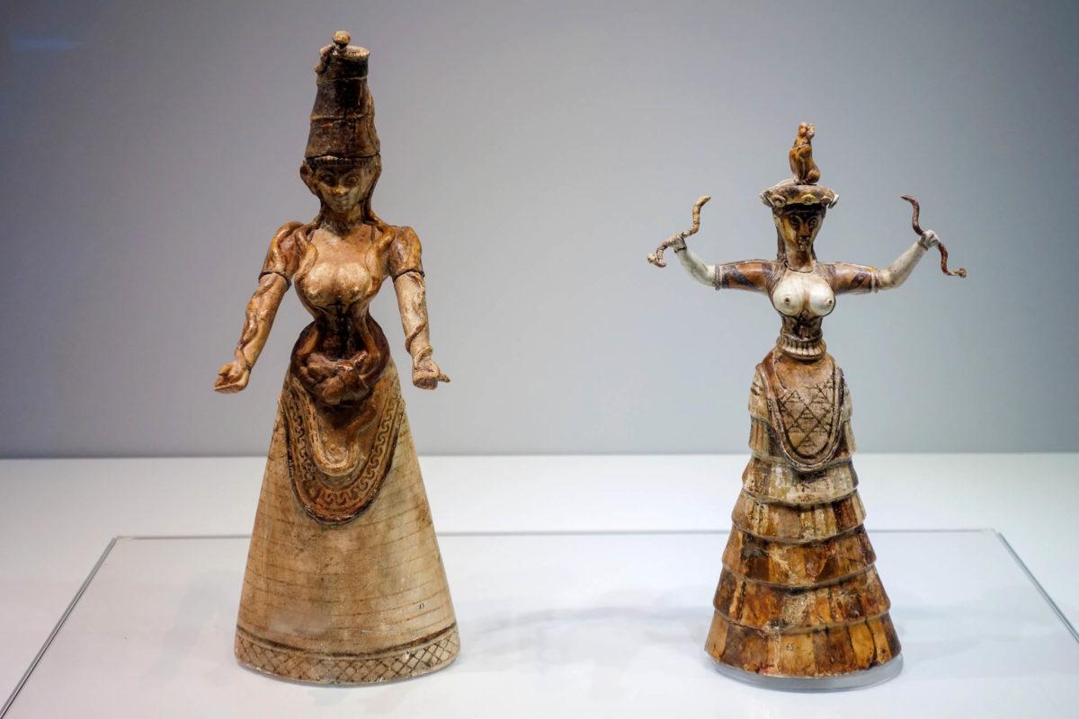 Die berühmten Schlangengöttinnen im Archäologischen Museum auf Kreta, Griechenland, sind rund 4.000 Jahre alt - © FRASHO / franks-travelbox