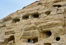 Die Höhlen von Matala an der Südküste von Kreta, Griechenland, üben seit ihrer Entstehung eine mystische Faszination auf die Menschen aus - © FRASHO / franks-travelbox