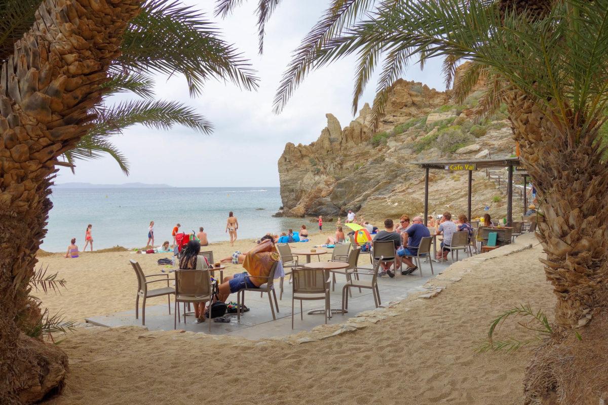 Seit sich die Hippies von Matala hier ansiedelten, gewann der Palmenstrand von Vai auf Kreta, Griechenland, zunehmend an Bekanntheit - © FRASHO / franks-travelbox