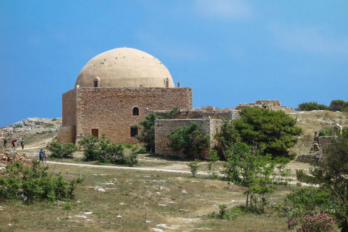 Mit der Sultan Ibrahim Moschee thront das schönste Gebäude der Fortezza von Rethymnon auf Kreta, Griechenland, mitten im Zentrum  - © FRASHO / franks-travelbox