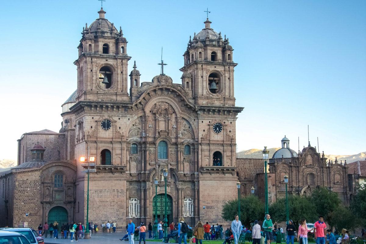 Die Jesuiten wollten am Plaza de Armas in Cusco im 16. Jahrhundert die schönste Kirche der Stadt erbauen, was ihnen mit der Iglesia La Compañía de Jesús gelungen ist, Peru - © flog / franks-travelbox