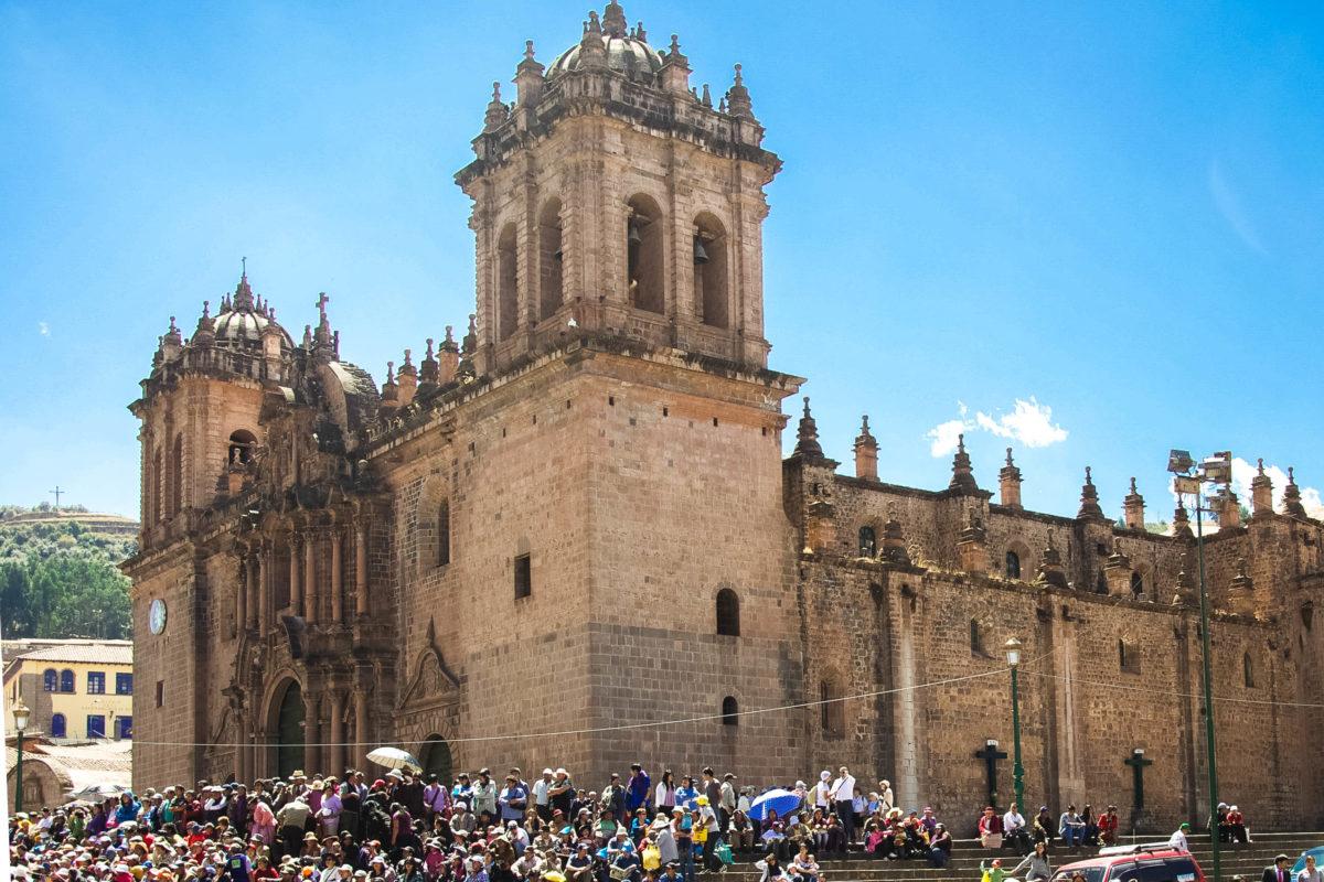 Die monumentale Kathedrale von Cusco zählt mit acht Altären und zwei Nebenkirchen zu den größten Kirchen des amerikanischen Kontinents, Peru - © flog / franks-travelbox