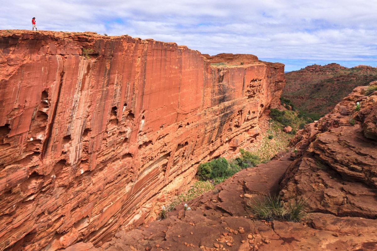 Der Kings Canyon liegt mitten in Australien in den Northern Territories und bietet bei Wanderungen spektakuläre Aussichten in die Schlucht - © Paul Liu / Fotolia