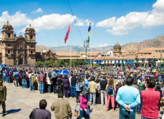 Typisch für Perus Städte heißt auch in Cusco der zentrale Platz Plaza de Armas - © flog / franks-travelbox