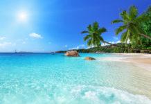 Die beiden Restaurants Bon Bon Plume und Le Chevalier sorgen am Traumstrand Anse Lazio auf Praslin für das leibliche Wohl, Seychellen - © ESB Professional / Shutterstock