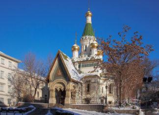 Das bezaubernde Gotteshaus mit den 5 goldenen Kuppeln zählt zu den wichtigsten Sehenswürdigkeiten von Sofia, Bulgarien - © vlas2000 / Shutterstock